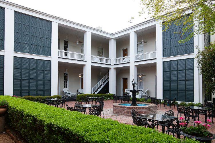 Courtyard Monmouth Historic Inn