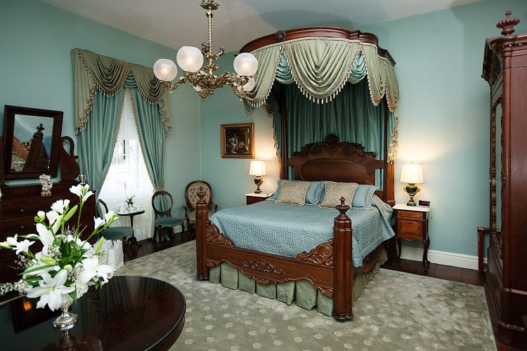 Monmouth Historic Inn Rooms