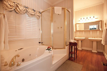 Duke of Monmouth Suite bathroom