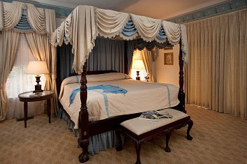 Duke of Monmouth Suite bed